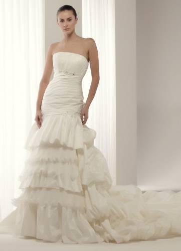 Приходите в салон Невеста , где Вас ждут роскошные платья из новых коллекций: вечерняя мода - яркие краски, озорные фасоны и прекрасное настроение